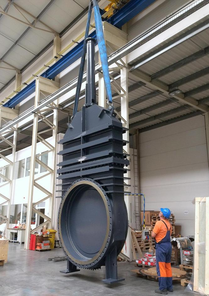 Gate valves DN 2000 with a weight of 22 tons for the Labská dam